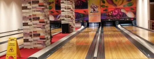 AMF Bowling & Cafe 212 AVM is one of Tempat yang Disukai Emre.
