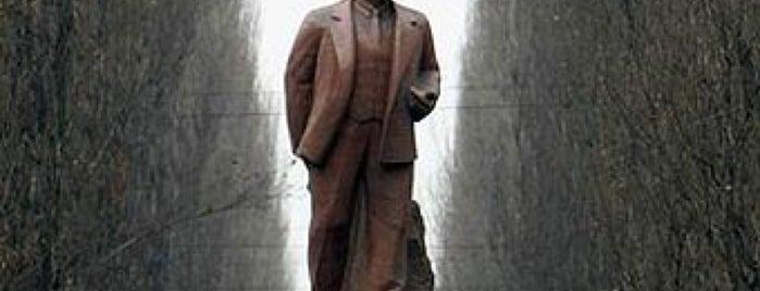 Памятник Ленину is one of Locais curtidos por Daria.