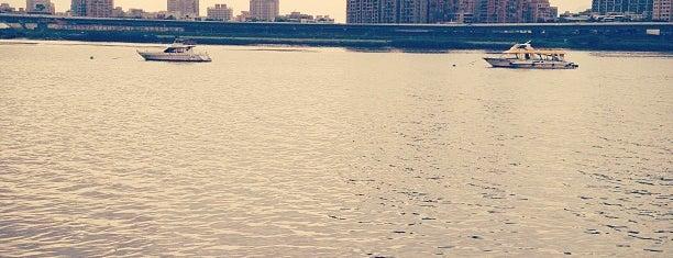 大稻埕 Ta Dao Cheng Riverside Park is one of Taipei.