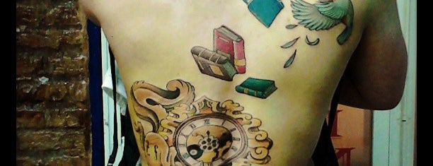 Arte Blanco Tattoo madriz ink is one of José I.さんの保存済みスポット.
