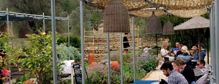 Giri Cafe is one of Ibiza to doby Jas.
