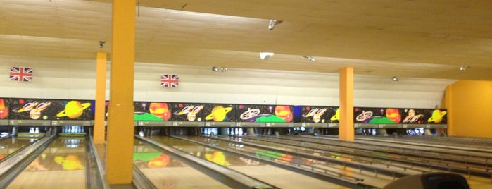 1st Bowling Alley is one of Lieux qui ont plu à Chris.