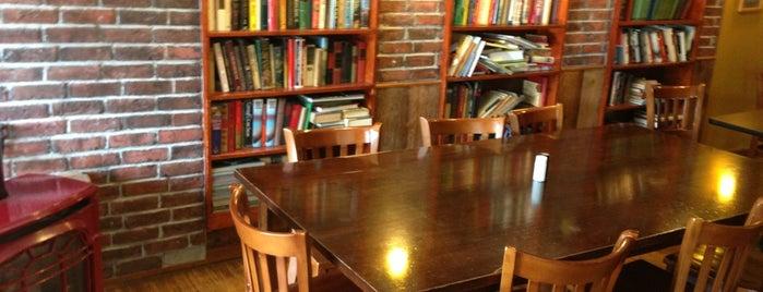 Hot Rize Bagel Café is one of Tempat yang Disukai Joe.