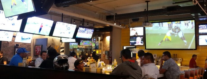 Buffalo Wild Wings is one of Qro Sport Bar.