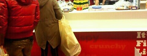 KFC is one of Tempat yang Disukai naos.