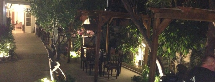 The Old Town Grill is one of Anatoliy'in Beğendiği Mekanlar.