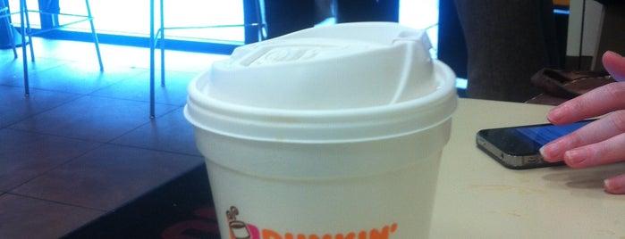 Dunkin' Donuts is one of Montana 님이 좋아한 장소.