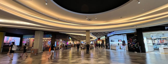 Mid Valley Megamall is one of Shopping Malls.