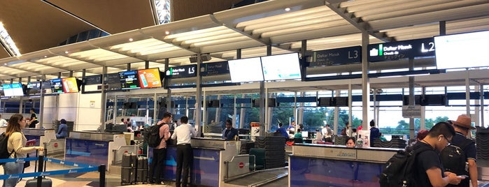 Singapore Airlines Check-In Counter (L) is one of Airports.