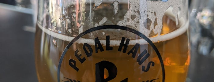 Pedal Haus Brewery is one of Lugares favoritos de Doug.