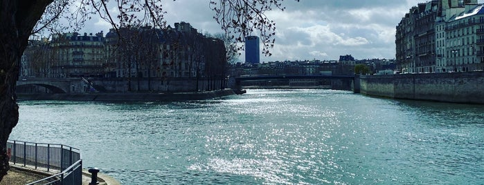 Berges de Seine – Rive droite is one of Francs.