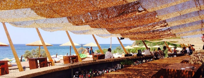KOABEACH Seaside entertainment lounge is one of Γιαλοβα.