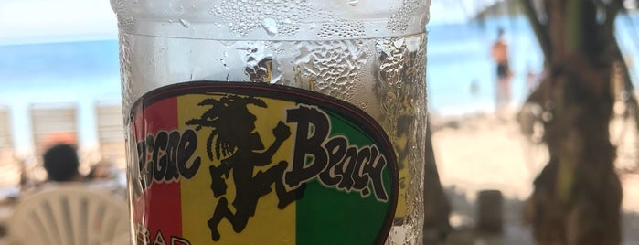 Reggae Beach Bar and Grill is one of Posti che sono piaciuti a Viki.