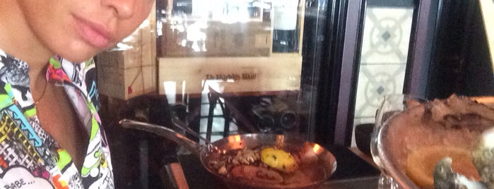 Zdenek's Oyster Bar is one of Lugares favoritos de Viki.