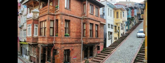 Balat Cafe is one of istanbuli.