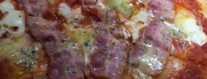 wood fire pizza is one of สถานที่ที่ Chery San ถูกใจ.