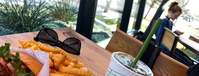 Shake Shack is one of Locais curtidos por Ailie.