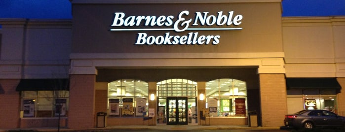 Barnes & Noble is one of Posti che sono piaciuti a Christopher.