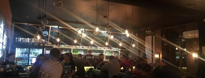 Black Door Pub is one of Orte, die Anton gefallen.