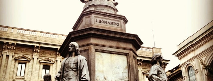 Statua a Leonardo da Vinci is one of Carlさんのお気に入りスポット.