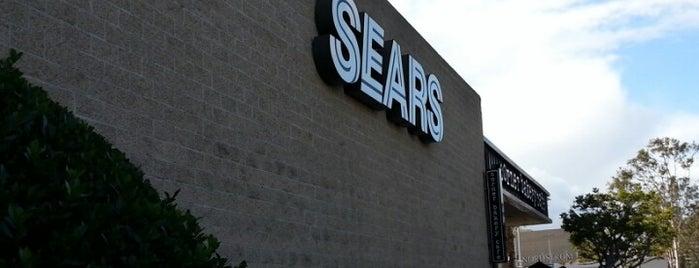 Sears is one of Locais curtidos por Elaine.