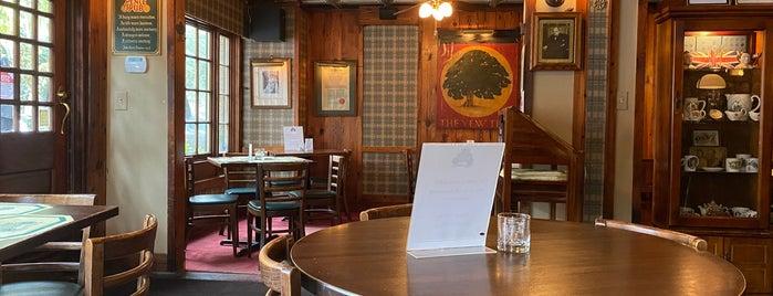 Six Pence Pub is one of Tempat yang Disukai John.