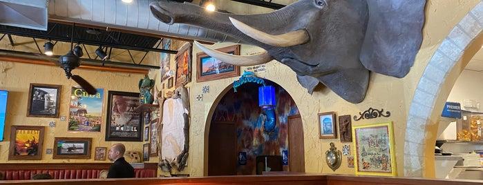 Hemingway's Tavern is one of Tempat yang Disukai John.