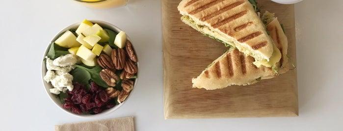 La Botica -kitchen & juicery- is one of Locais salvos de Karen.