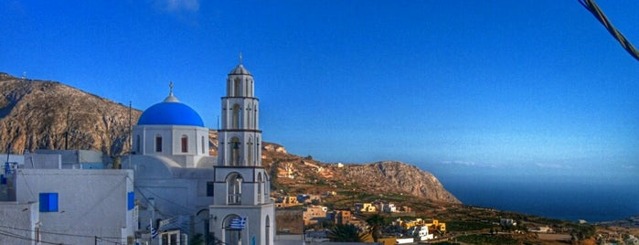 Kasteli of Pyrgos is one of Santorini 🇬🇷.