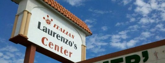 Laurenzo's Italian Market is one of Locais curtidos por Liola.