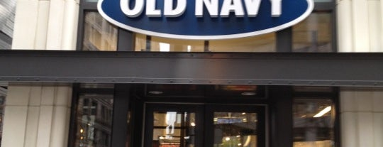 Old Navy is one of Tempat yang Disukai Dirk.