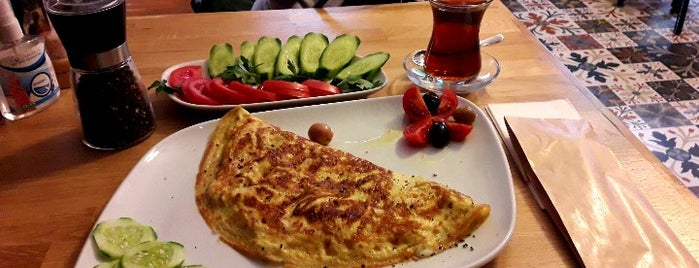 Papatya Cafe & Bakery is one of Istanbul.