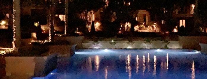 The Westin Cairo Golf Resort & Spa Katameya Dunes is one of Locais salvos de Queen.