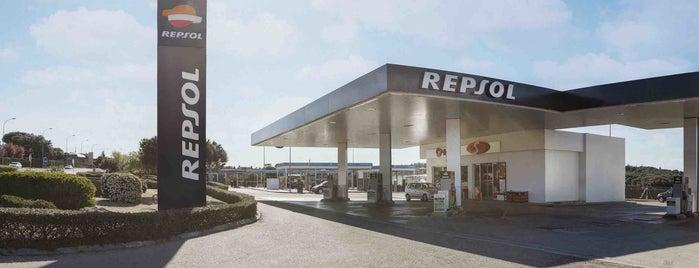 Estación de Servicio Repsol is one of สถานที่ที่ César ถูกใจ.