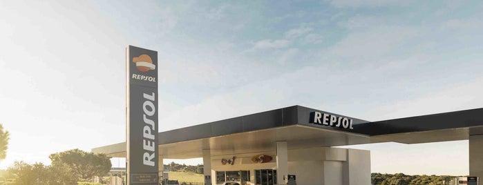 Estación de Servicio Repsol is one of สถานที่ที่ Miguel ถูกใจ.
