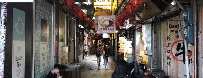 公車九份老街站 Bus JiuFeng Old Street Sta. is one of Things to do - Taipei & Vicinity, Taiwan.
