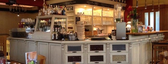Café Monsalvy is one of Posti che sono piaciuti a Michael.