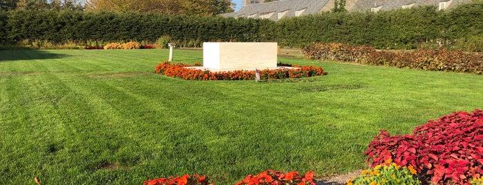FDR Rose Garden And Gravesite is one of Marie'nin Kaydettiği Mekanlar.