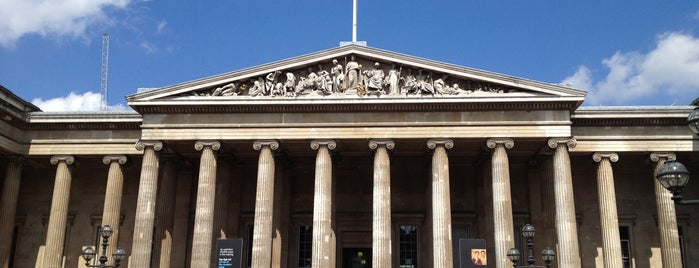 British Museum is one of Tempat yang Disukai Chris.