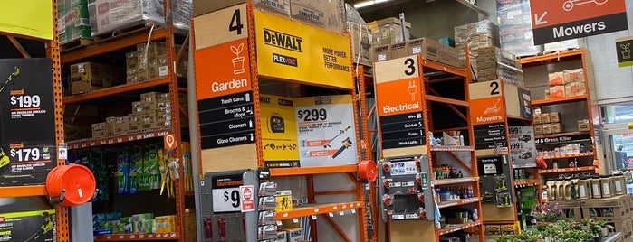 The Home Depot is one of Ryanさんのお気に入りスポット.