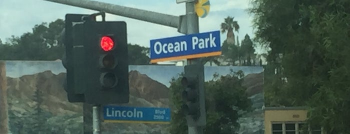 Lincoln Boulevard & Ocean Park Boulevard is one of Ibra 님이 저장한 장소.