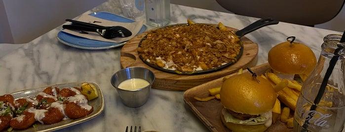 Lava Restaurant is one of Posti che sono piaciuti a Hussain.