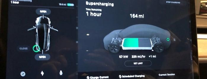Tesla Supercharger is one of สถานที่ที่ Tony ถูกใจ.