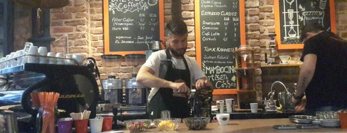Mambocino Artisan Coffee is one of Locais curtidos por Mehmet.