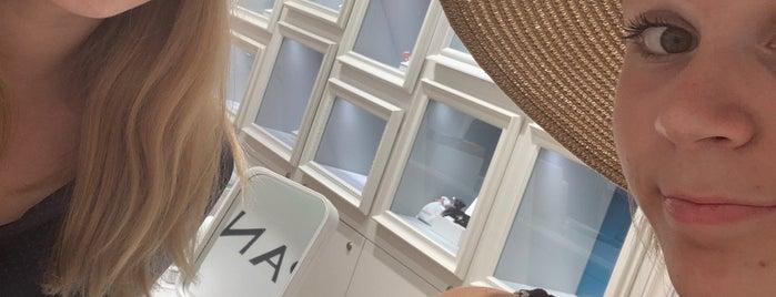 Pandora Concept Store is one of Lugares favoritos de Marina.