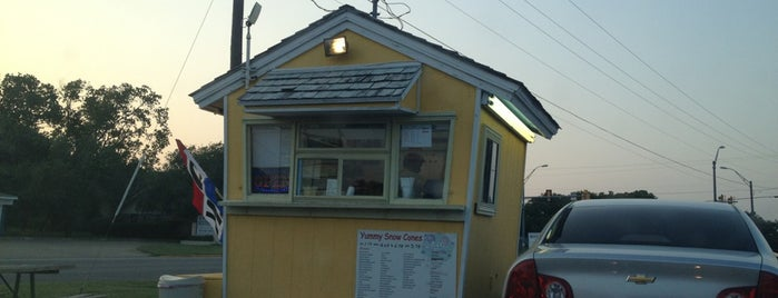 Sweet Bees Shaved Ice is one of Lieux qui ont plu à Jenny.