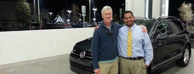 Jenkins Volkswagen of Leesburg is one of Locais curtidos por Alistair.