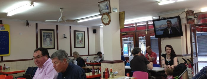 Tom's Parma Cafe & Restaurant is one of Posti salvati di Tony.