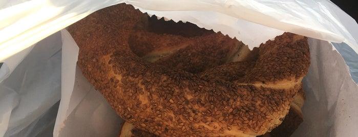 kardeşler taş fırın simit is one of สถานที่ที่บันทึกไว้ของ Emre.