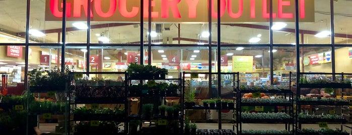 Grocery Outlet is one of Chantell'in Beğendiği Mekanlar.